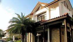 120403 bungalow resort living for sale in bukit jelutong  2  thumb
